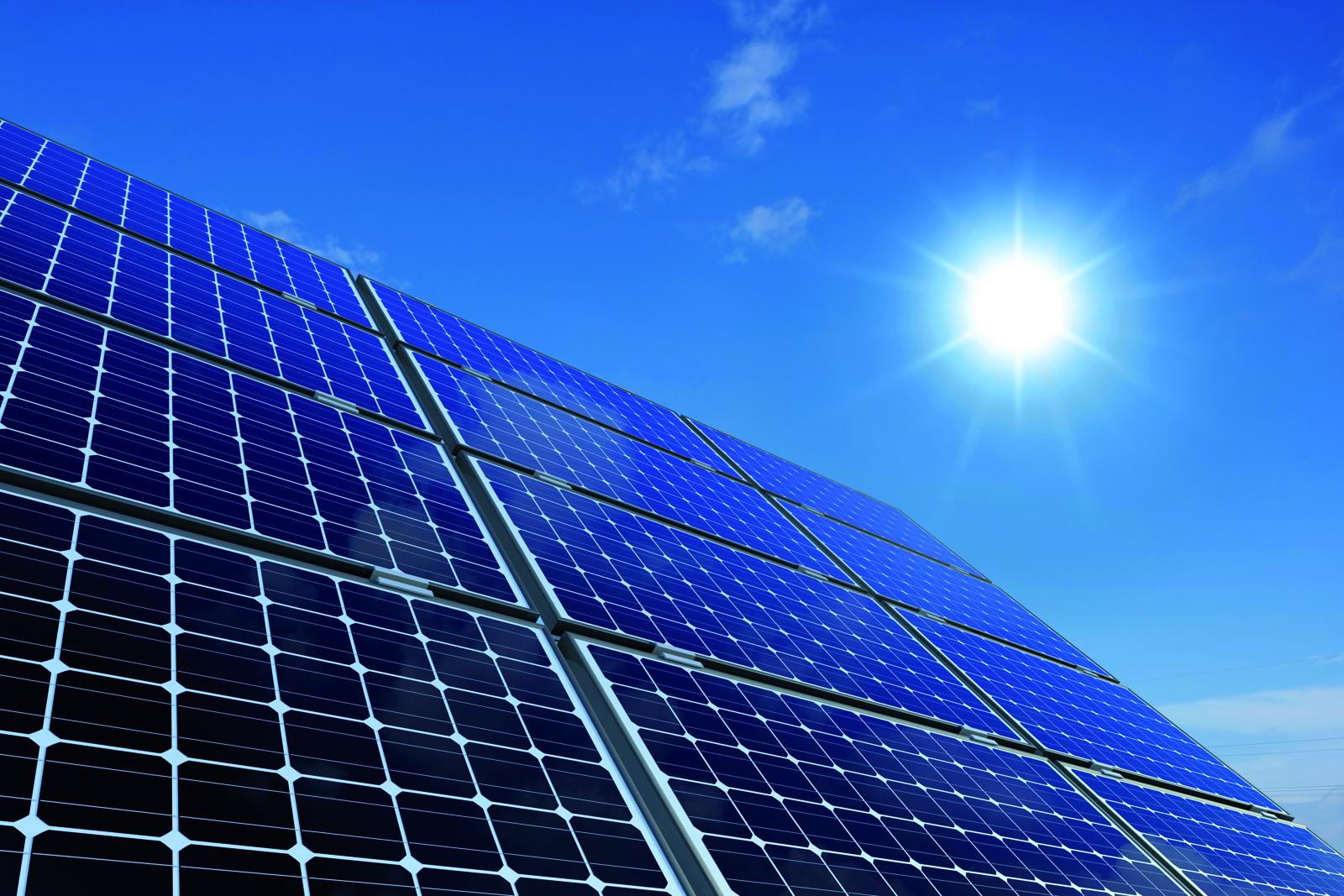 los precios de la energ a solar fotovoltaica caen hasta un